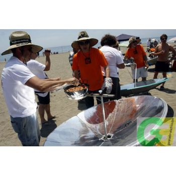 Solar cooking on the beach with IcoSUN2