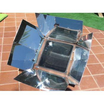 IcoSUN 3 Solar Oven with fitted thermometer
