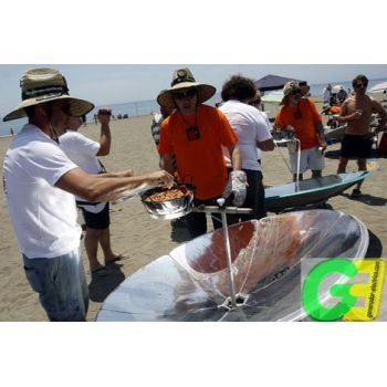 IcoSUN 2 solar cookers with Food Bank ont he beach Solitarity food